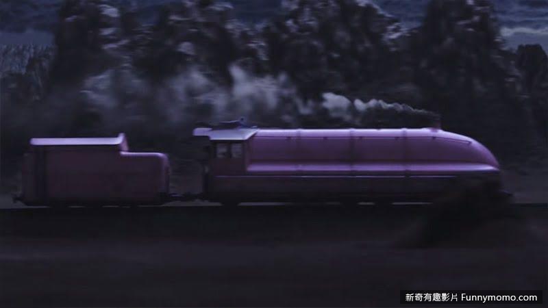 男主角化身為一輛火車