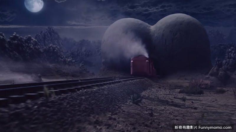 火車飛快的駛進山洞