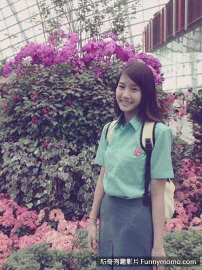 朱主愛(Joyce Chu)身著青春洋溢的制服