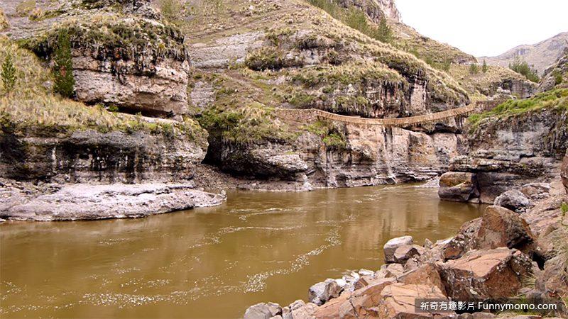 橫跨阿普里馬克河峽谷的克斯瓦恰卡橋