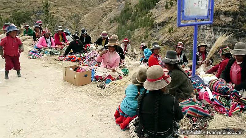 編織草繩橋時共有一千名村民參與